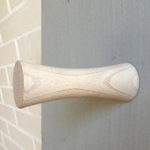 sencillo colgador de madera de diseño